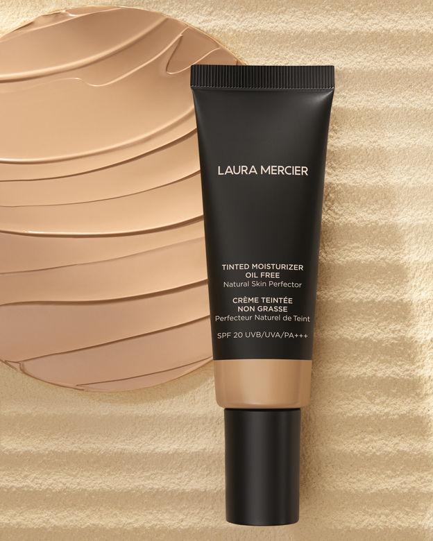 清爽透薄的質感加上SPF20+++的防曬保護,讓你無懼夏日的炎熱天氣與日曬